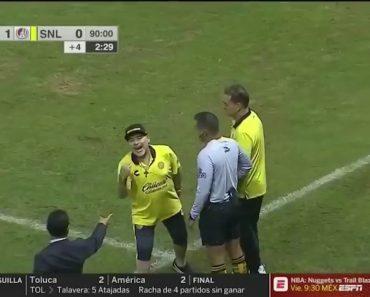 Maradona Perdeu a Cabeça Com Treinador Adversário e Acabou Expulso 5