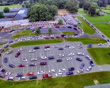 Vídeo Mostra o Trânsito Infernal Que Pais e Filhos Têm Quando Se Dirigem Para Escola 8