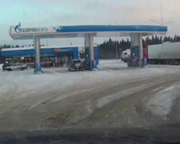 Pneu Explode Inesperadamente Depois De Condutor Parar Em Posto De Combustível 8