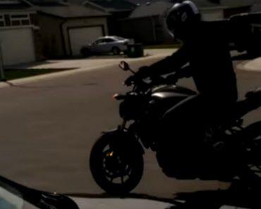 Inexperiente Motociclista Embate Contra Garagem Logo Depois De Comprar Moto 3