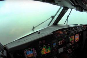 O Que Vê Um Piloto a Partir Do Cockpit De Um Boeing 737 Ao Aterrar Durante Tempestade 10