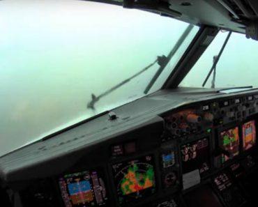 O Que Vê Um Piloto a Partir Do Cockpit De Um Boeing 737 Ao Aterrar Durante Tempestade 3