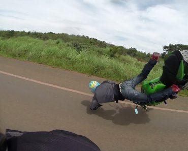 Tentativa De Acrobacia Com Kawasaki Z750 Termina Em Desastroso Acidente 9