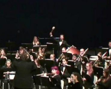Concerto De Música Clássica Termina Mal Para Um Dos Músicos 5