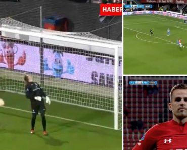 Jogador Dá Tanto Efeito Na Bola Que Esta Literalmente Foge Da Baliza Ao Tocar a Linha De Golo 1
