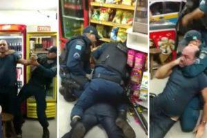 Homem Abusa Da Paciência De Policias e Agentes São Forçados a Induzir Desmaio Para o Algemar 9