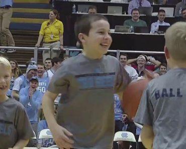 Menino De 11 Anos Mostra Quem é o Craque Durante o Intervalo De Um Jogo De Basquetebol 2