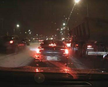 Automobilista Dá-se Mal Ao Tentar Passar à Frente Dos Outros Condutores 6