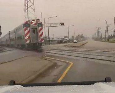 Cancela Ferroviária Falha e Automobilista Evita Colisão Com Comboio No Último Instante 8