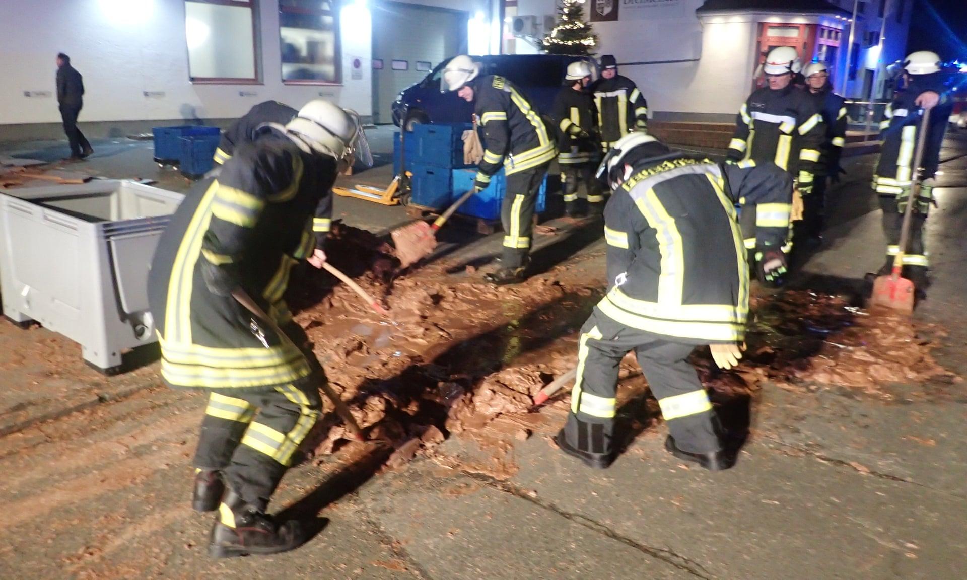 Avaria Em Fábrica De Chocolate Causa Inundação Numa Rua Da Alemanha 2