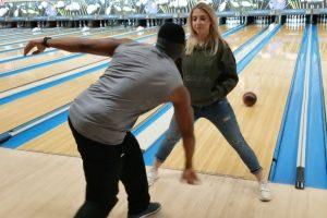 Jogador De Bowling Acerta Todos Os Lançamentos... Até De Costas 10