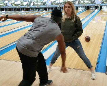 Jogador De Bowling Acerta Todos Os Lançamentos... Até De Costas 2