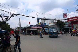 Trabalhadores Tem Ideia Original Para Consertarem Cabos Elétricos Na Estrada Sem Interromper o Trânsito 10