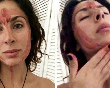 Mulher Faz Demonstração Do Seu Ritual Ao Cobrir Rosto Com Sangue Menstrual 6