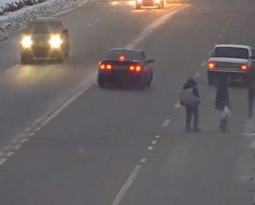Condutor Furioso Ataca Peões Que Atravessavam a Estrada De Forma Muito Perigosa 8