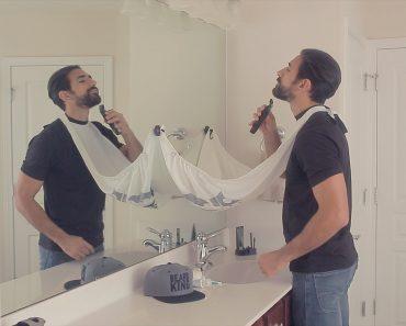 Este Avental Para Os Homens Fazerem a Barba Vai Acabar Com Os Pelos No WC 9