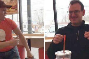 Empregado Da Dunkin Donuts Torna-se Viral Ao Dançar Para Cliente Autista 9