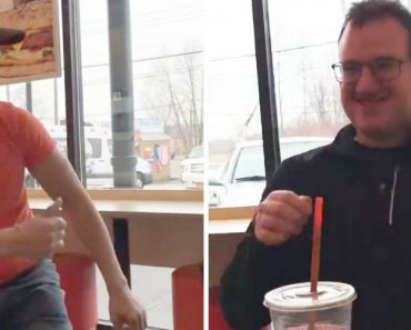 Empregado Da Dunkin Donuts Torna-se Viral Ao Dançar Para Cliente Autista 10