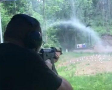 Vídeo Mostra o Efeito Que Provocam Os Disparos De Uma AK-47 Debaixo De Chuva 2