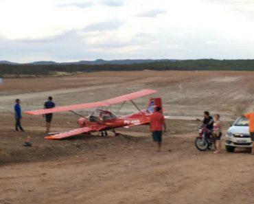 Homem Parte Asa De Avioneta Com As Costas Ao Filmar Descolagem Demasiado Perto 8