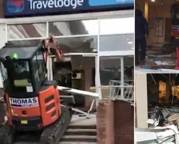 Trabalhador Destrói Entrada De Hotel Com Retroescavadora Por Falta De Pagamento 4