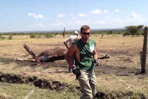 Trabalhadores Salvam a Vida De Girafa Depois De a Libertarem De Cerca Elétrica 10