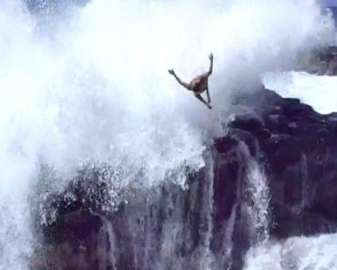Amigos Desafiam a Morte Ao Mergulhar Num Dos Locais Mais Mortais Do Hawaii 9