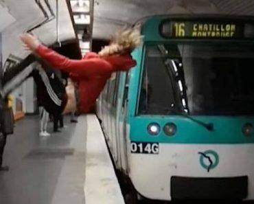 Jovem Faz Arriscado Mortal Atrás Na Berma Da Plataforma Durante a Passagem De Metro 2