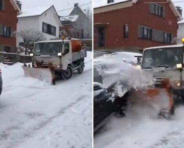 Condutor De Limpa-Neves Perde Controlo e Embate Em Outros Veículos 5