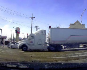 Camião Fica Partido Ao Meio Ao Fazer Curva Devido Ao Excesso De Peso 5