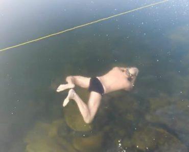 Homem Nada Debaixo Do Gelo De Um Lago Congelado 7