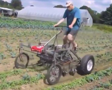 Engenhoso Homem Inventa a Sua Própria Máquina Agrícola Com Velhas Peças Para Facilitar o Trabalho 4