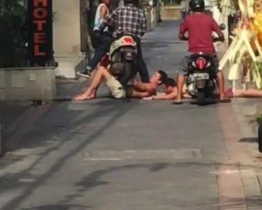 Turistas Embriagados Deitam-se No Meio Da Estrada e Motociclista Resolve a Situação Em Segundos 4