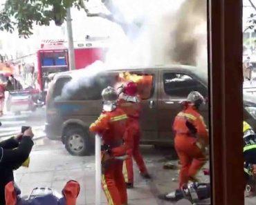 Carrinha Abalroa Várias Pessoas Em Xangai Após Incêndio No Seu Interior 4