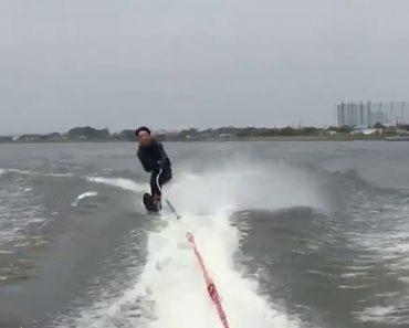 """Azarado Praticante De Ski Aquático é Atingido Por Peixe """"Voador"""" No Pior Sitio Possível 8"""
