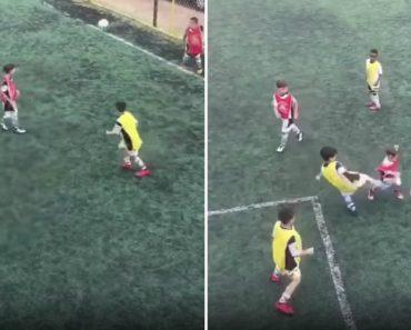 A Pureza De Uma Criança Ao Reclamar De Um Pontapé Nas Partes Íntimas Num Jogo De Futebol 4