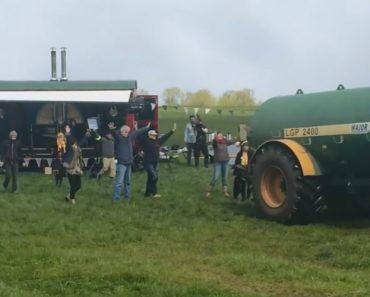Agricultor Borrifa Grupo De Protestantes Com Excremento Após Invadirem a Sua Propriedade 9