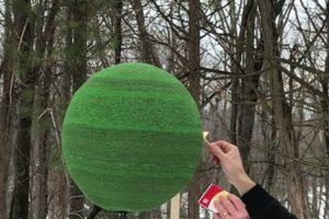 Passou 1 Ano a Colar 42.000 Fósforos, Para Fazer Uma Esfera. Agora Acendeu-a… 11