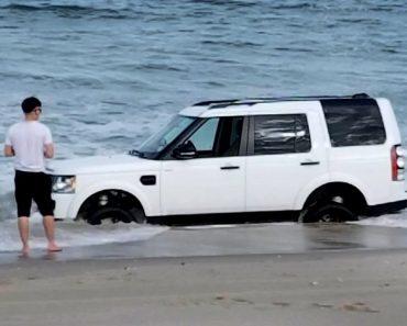 Homem Tenta Desenterrar Land Rover Da Areia Depois De Ter a Infeliz Ideia De o Levar Para a Praia 2