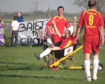 O Bizarro Momento Em Que Jogador Da Quinta Divisão De Equipa Romena Recebe Assistência Médica 8