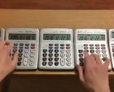 "Jovem Toca ""Turkish March"" De Mozart Em 5 Calculadoras 1"
