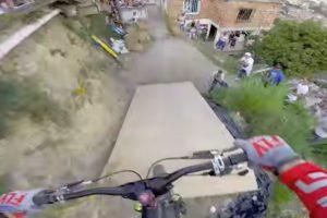 Este é o Mais Longo (e Louco) Percurso De Urban Downhill Do Mundo 10