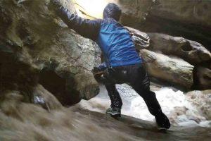 Exploradores São Surpreendidos Com Inundação Na Gruta Em Que Se Encontravam 9