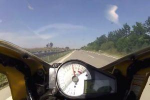 Momento De Aflição Em Que Carro Aparece De Surpresa à Frente De Motociclista Que Seguia a 240 Km/h 10