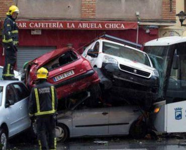 Autocarro Atinge Vários Veículos Após Motorista Sofrer Enfarte Enquanto Conduzia 2