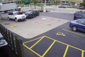 Mulher Impede Assalto Ao Saltar Para Cima Do Próprio Carro 10