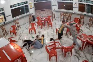 Funcionários De Restaurante Atacam Criminosos Durante Assalto 10