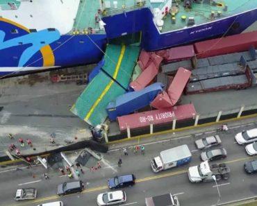 Ferry Embate Em Porto e Semeia Destruição 6