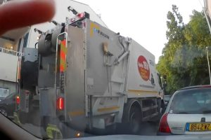 Ver Trabalhadores Da Recolha Do Lixo Atirar Lixo Para o Chão é No Mínimo Irónico 9