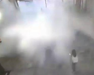 """Homem Projetado Por Intensa """"Onda"""" Após Forte Chuva Causar Desabamento Do Teto De Centro Comercial 1"""